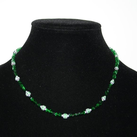 """Beautiful green glass beaded necklace 17"""""""